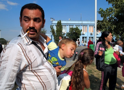 """Pennsylvania: Romanian Gypsy """"Refugees"""" Struggle With The Illegality"""