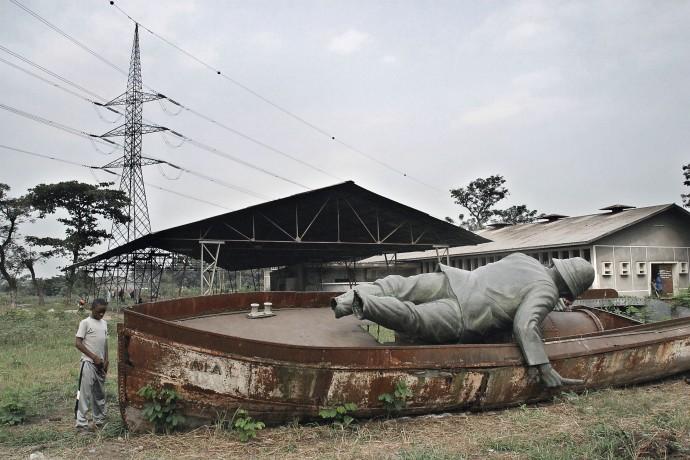 stanley-statue