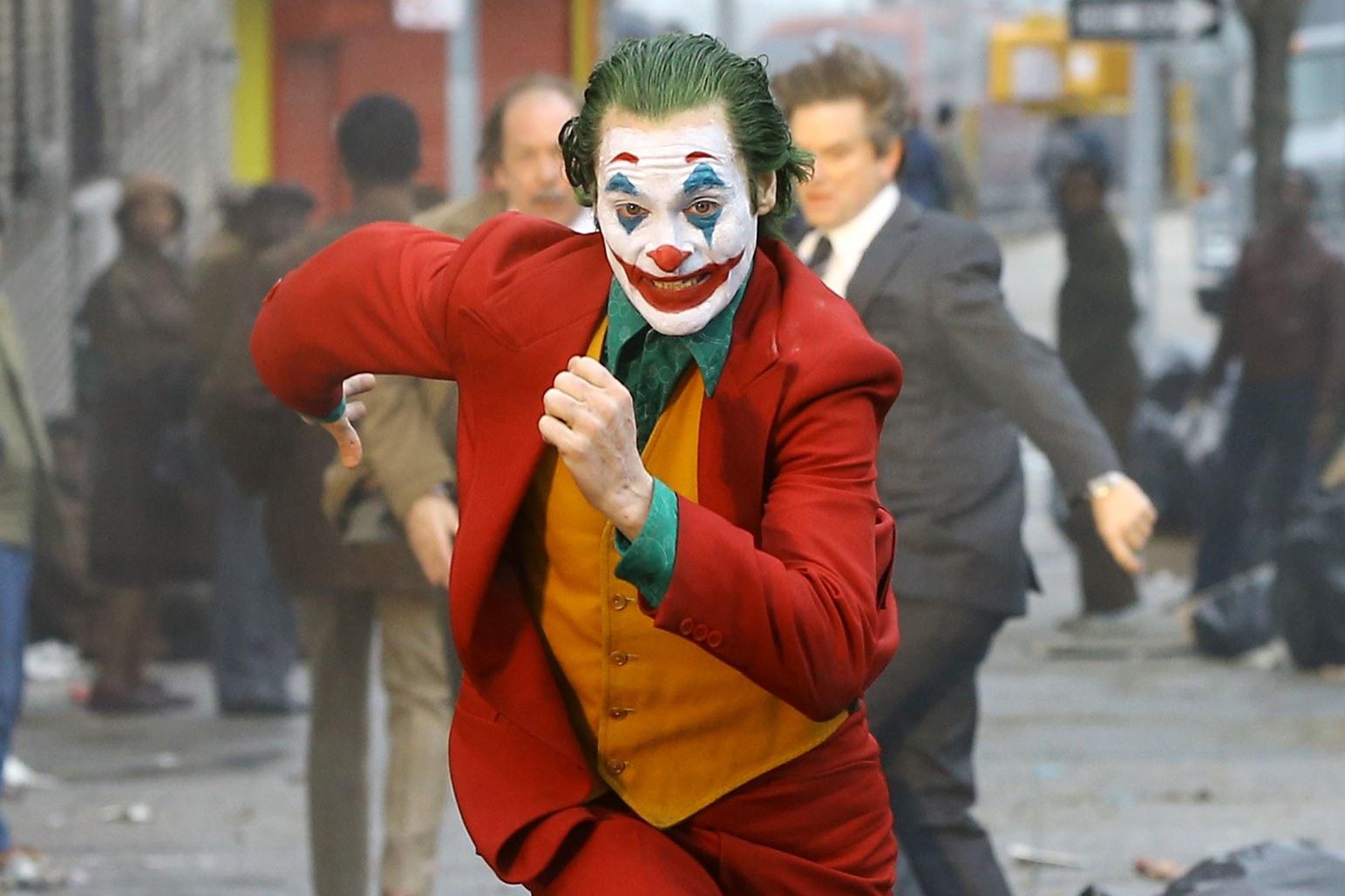 t-Joaquin-Phoenix-Joker