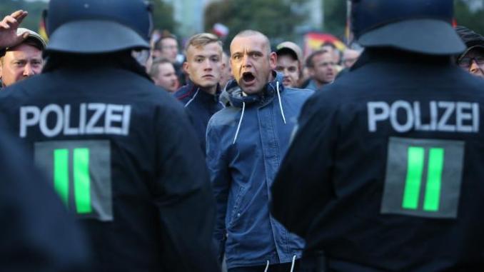 dissent deutsch