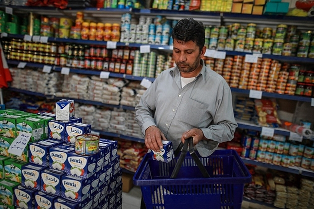 Mahmoud buying healthy food from a local supermarket.