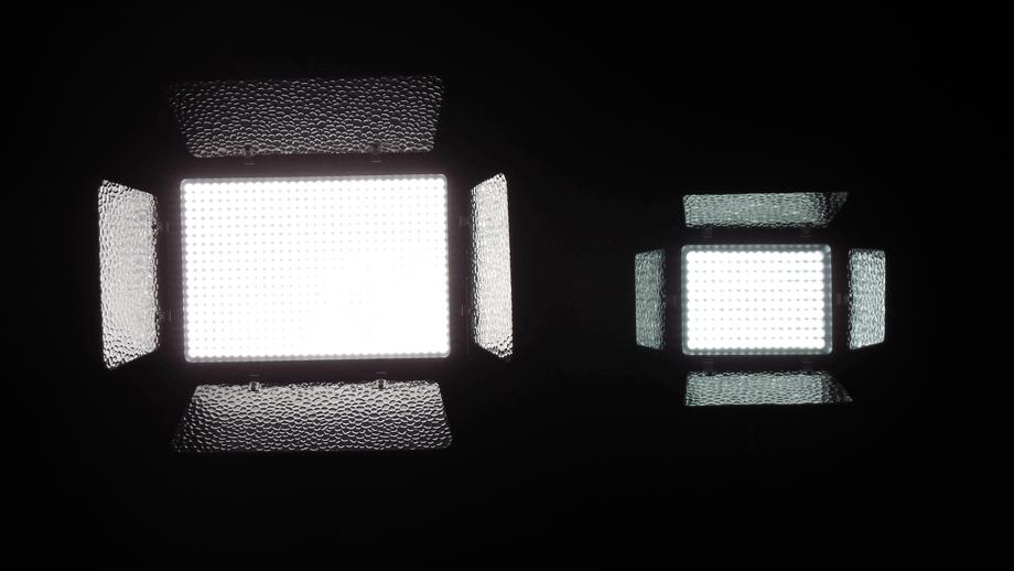 YONGNUO製LEDビデオライトの比較 YN600LED(左)とYN160(右) 画像