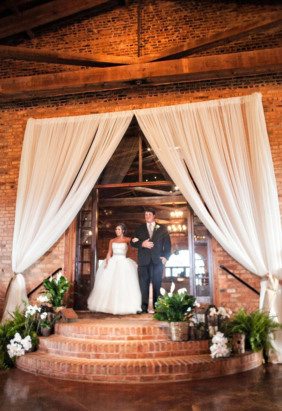 chiavari chairs wedding ceremony overstock accent chair former university of georgia football star ben jones is married at the uga chapel - oconee event ...