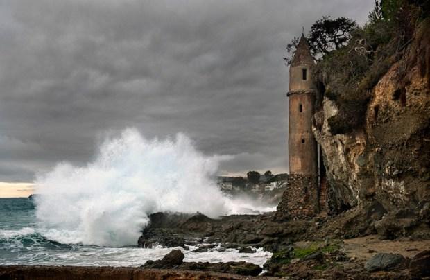 Oceanfront Laguna Beach home near legendary pirate tower