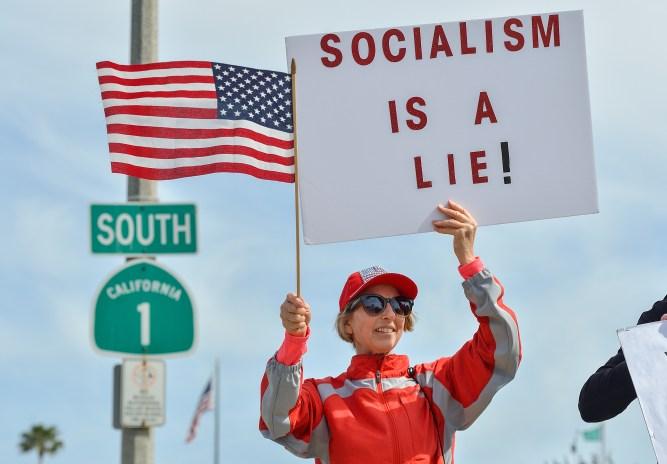 Photos: Tea Party Patriots rally in Laguna Beach – Orange County ...