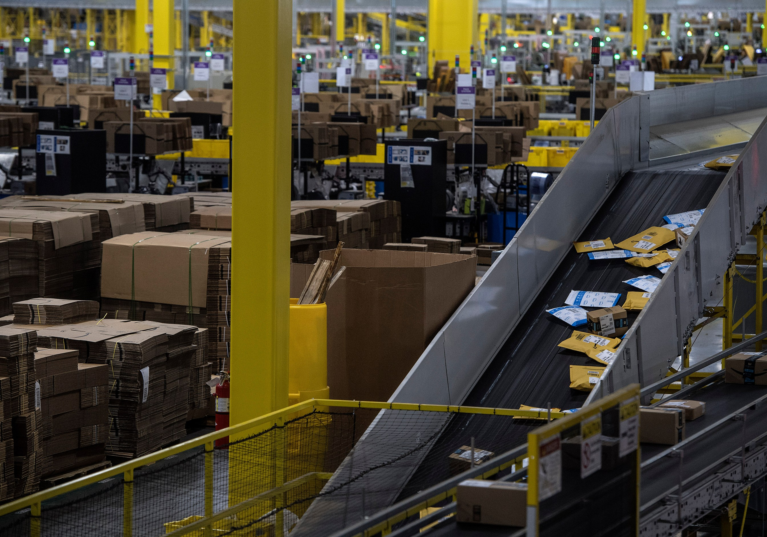 Amazon Opens Warehouse To Show How Humans, Robots Are Both