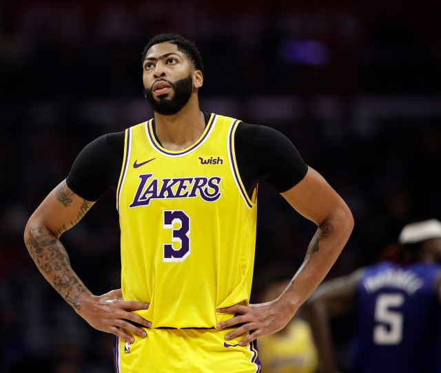 As Anthony Davis Plays Hurt Lakers Focus On Long Term Health