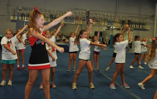 High school to host Junior Cheer Clinic  Orange County