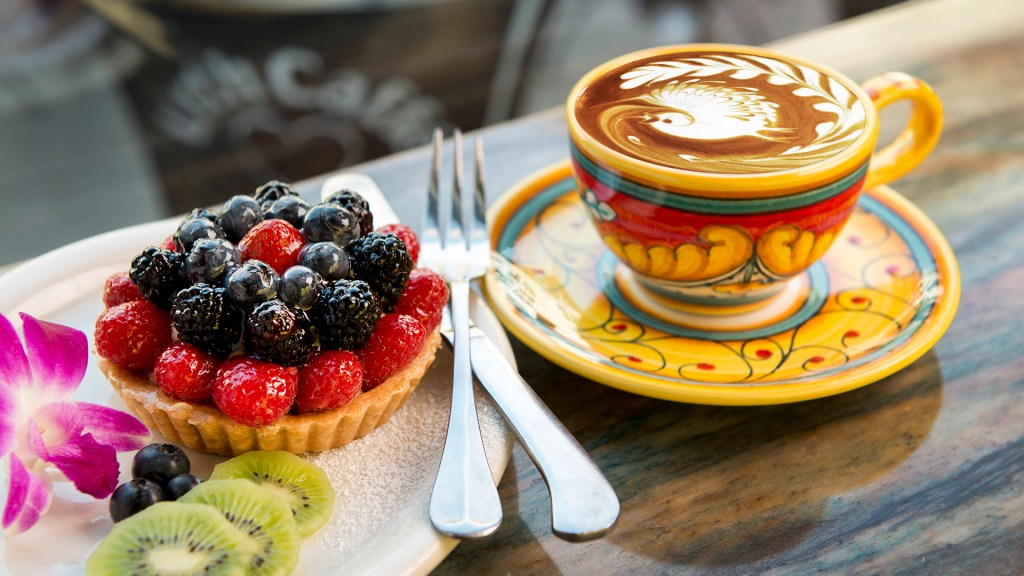 Urth Caffe a LA cafe frequented by celebrities opens soon in Laguna Beach  Orange County Register