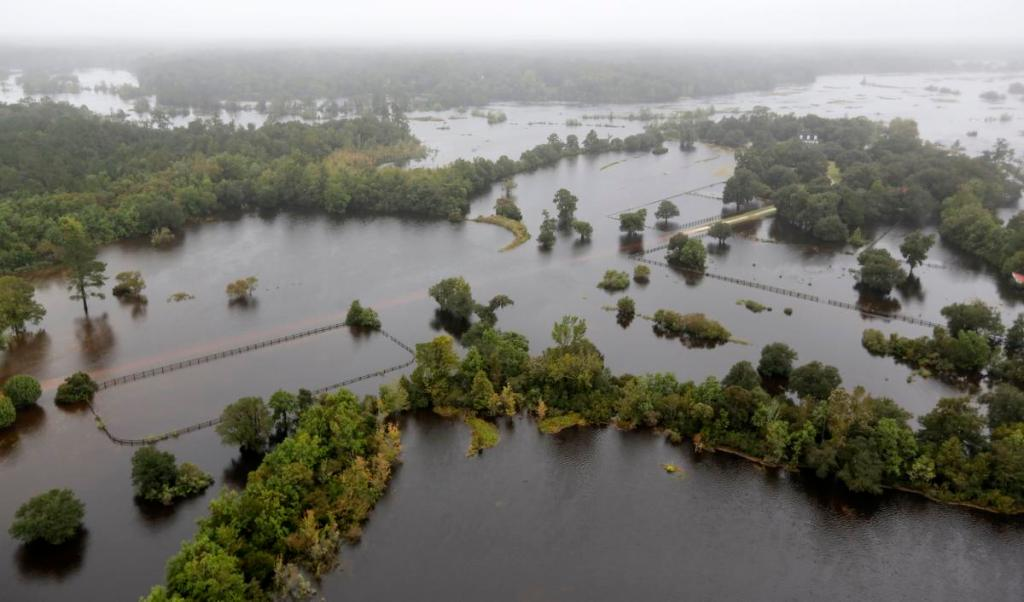 South Carolina flood 9 dead thousands without running