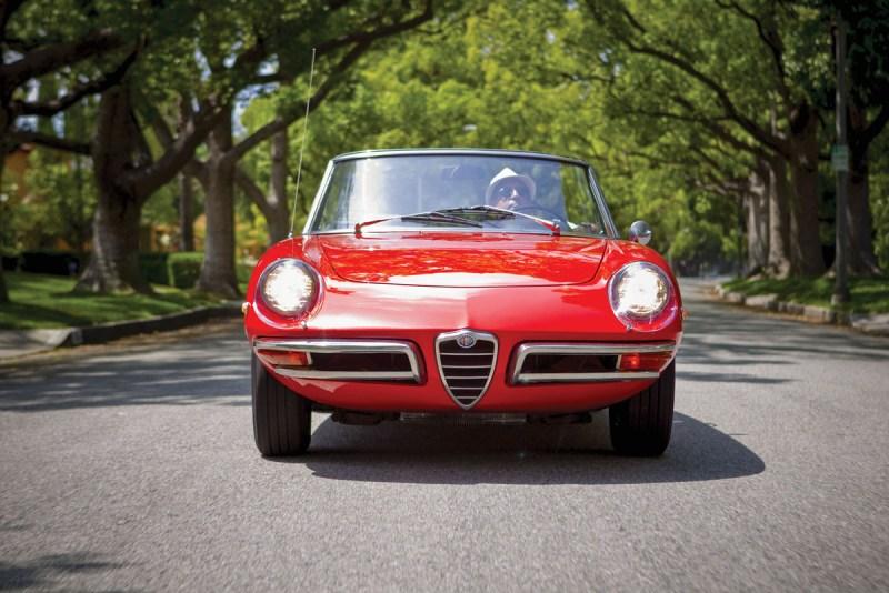 Alfa Romeo Spider Duetto frontal