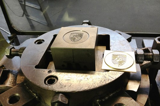 Fertigung der Porsche Radzierdeckel