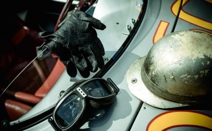 Helm, Handschuhe und Brille von Hans Herrmann