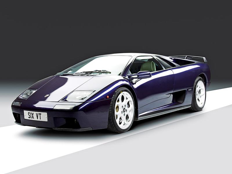 Lamborghini Diablo von vorne im Profil