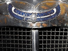 Octane Magazin Betörende Autobaukunst 1934 Voisin C25 Aerodyne Radiator Badge