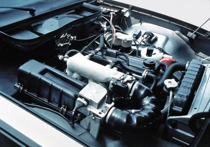 Cockpit und Motor des Opel GT und des Manta A