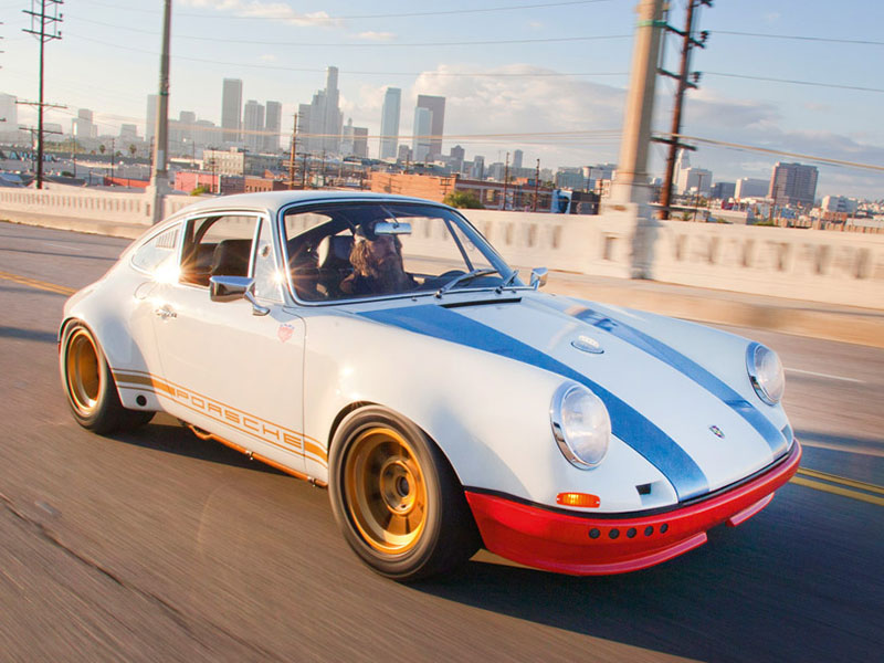 Porsche-Sammler Magnus Walker in seinem Porsche 911