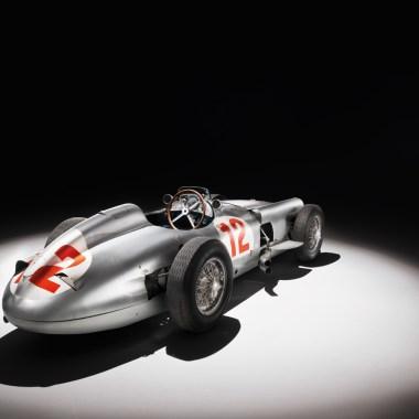 Mercedes-Benz W 196R stehend, von hinten aufgenommen