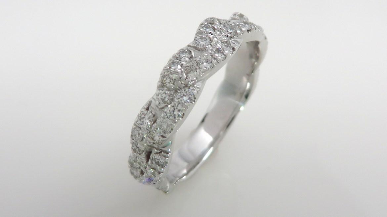 Jonc éternité en or blanc 14 k palladium, sertis d'un total de 0.70 ctde diamants