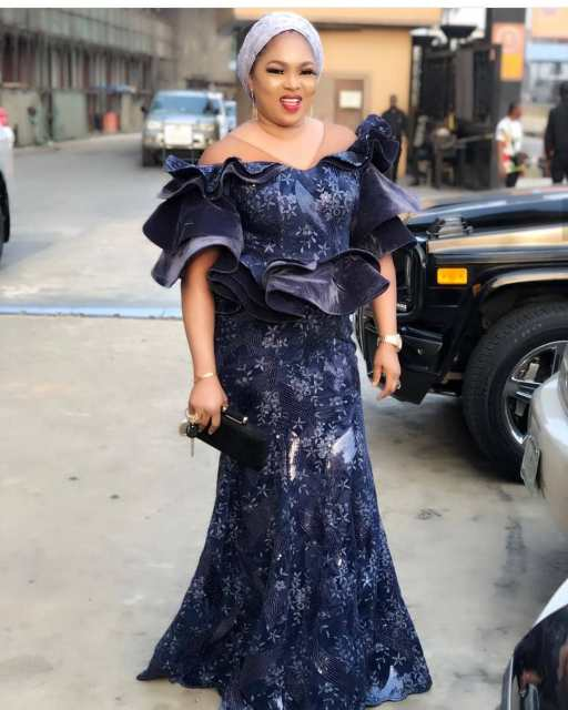 Aso Ebi Styles 2020 aso ebi styles 2020 - Aso Ebi Styles 2020 17 512x640 - 30 Aso Ebi Styles 2020 For Classy African Ladies To Try Out