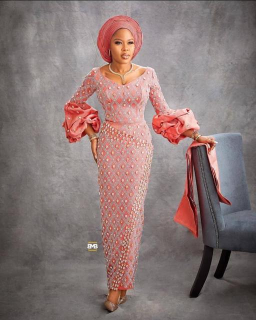 50 Most Beautiful and Creative Wedding Guest Styles You Will Love wedding guest styles - od9jastyles aso ebi styles 6 512x640 - 100 Most Beautiful and Creative Wedding Guest Styles You Will Love