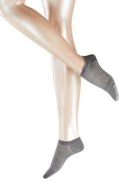 Model wearing FALKE Active Breeze Damen Sneaker Socken
