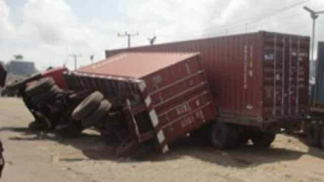 The container fell  along Owerri road, Upper Iweka, Onitsha