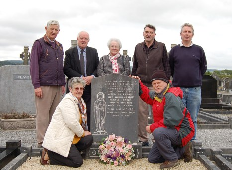 5-family-and-friends-remember-michael-odonohoe-at-kilbannivane-cemetery-on-26-september-2016-the-80th-anniversary-of-his-birth