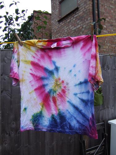Jak si jednoduše vyrobit batikované tričko?