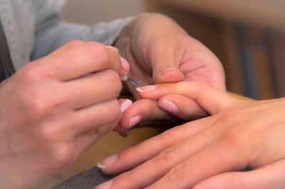 manikůra nehtů