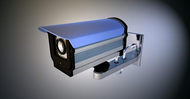 Lze používat kameru pro sledování majetku i v jeho okolí?