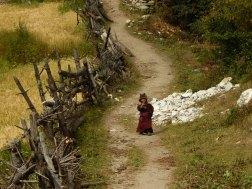 Mały Nepalczyk w okolicach Sho