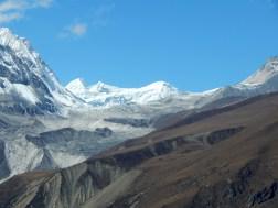 Widok znad Samdo w stronę Przełęczy Larke La