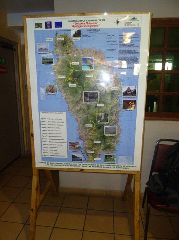 Logo-no-aeroporto-encontramos-um-cartaz-com-o-mapa-da-Waitukubuli
