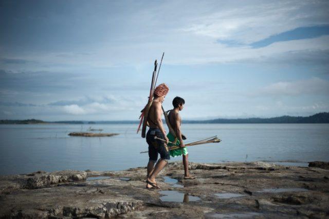 Mundurukus nos pedrais do Tapajós, que seriam submersos pela usina de São Luiz. Foto: Anderson Barbosa/Greenpeace.
