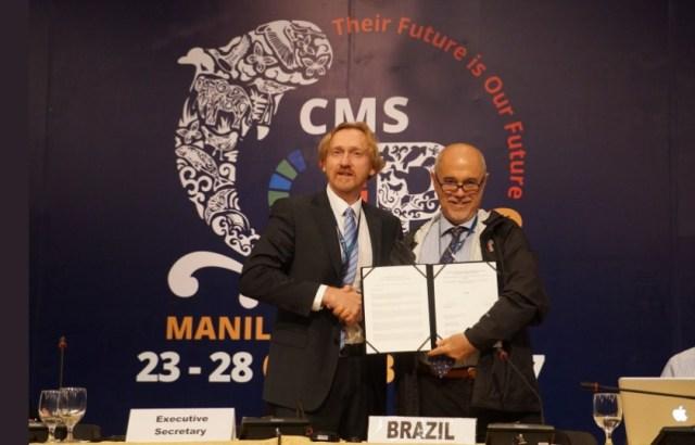 Assinatura da adesão brasileira. Foto: Divulgação CMS.