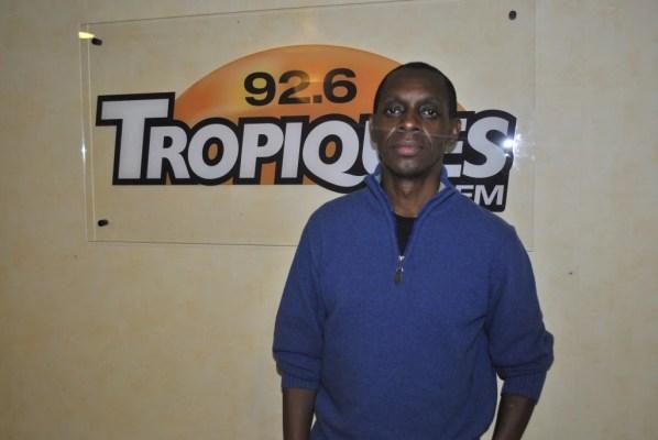 Claudy Siar dans les couloirs de la radio Tropiques FM. 11/mai 2015.