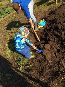 Hier seht ihr meinen Bubba beim Graben. Es war die Arbeit, die ihm am meisten Freude bereitet hat