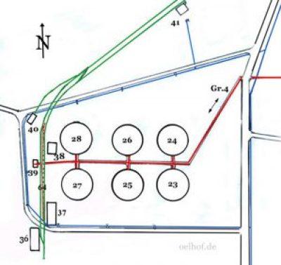 Weitere Gebäude in dieser Skizze sind: Nr. 36  Hallenfundamente (geplante Unterverlagerung), Nr. 37  Stahltanks für dünnflüssige Stoffe, Nr. 38  Kesselhaus der Gruppe V,  Nr. 40  Lokschuppen II,  Nr. 41  Öl-Abfüllanlage,  Nr. 64  Bahnverladeanlage II