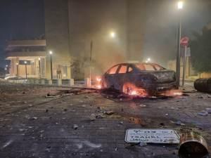 Incendi e scontri a Lod