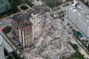 Le rovine dei due palazzi crollati