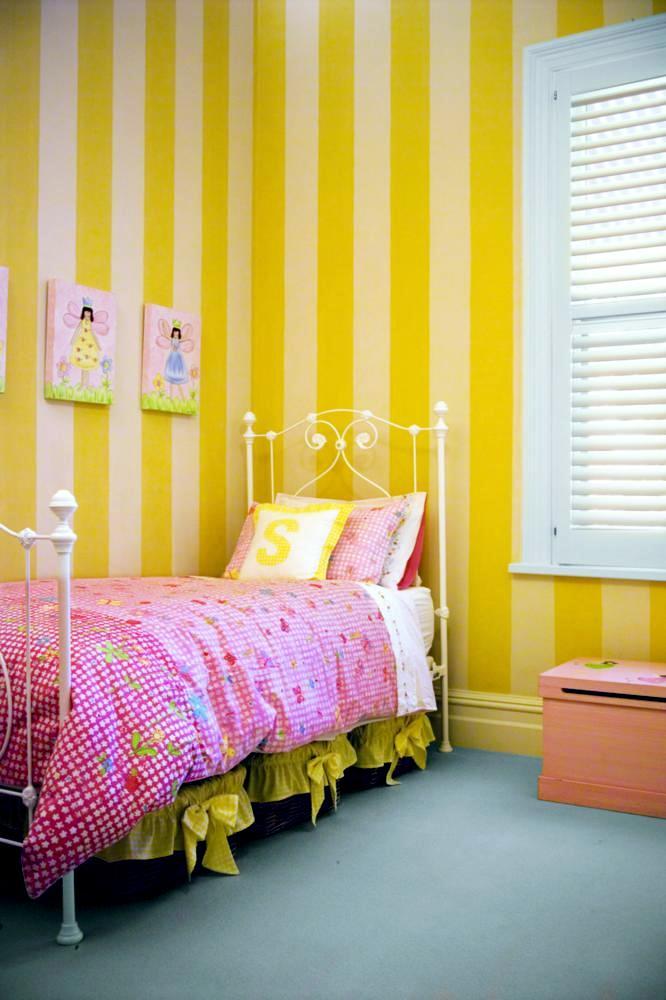 Lemon yellow striped wallpaper  Interior Design Ideas  Ofdesign