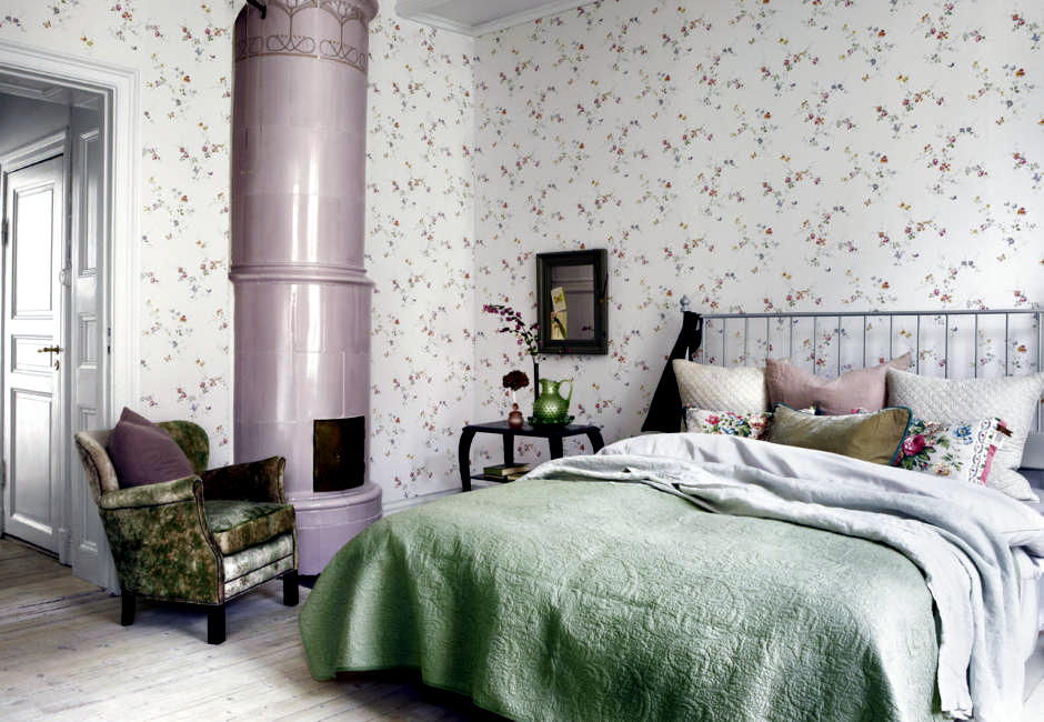 Wallpaper with a delicate floral pattern  Interior Design