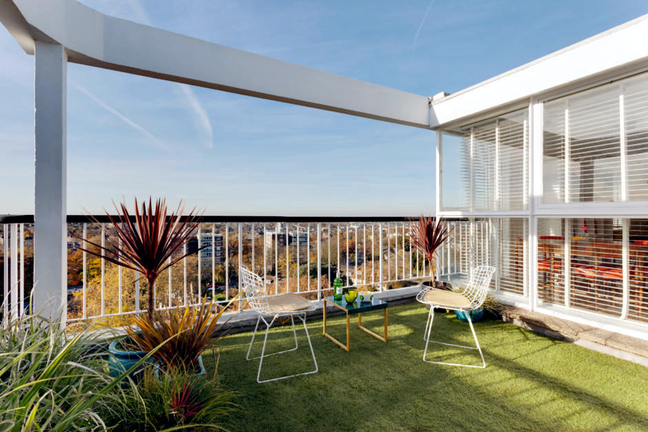 Wire Chairs Retro Look On The Roof Terrace Interior Design Ideas Ofdesign