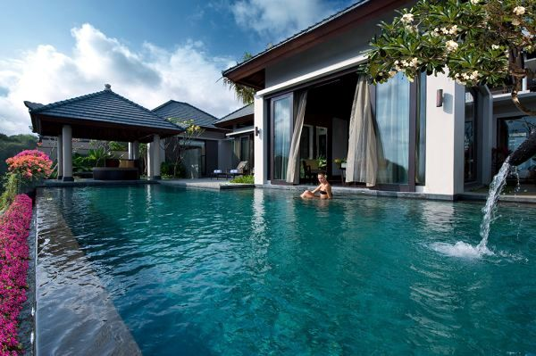Top 10 most beautiful hotel pools with stunning views