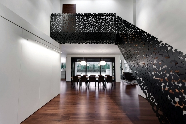 99 Modern Staircases Designs – Absolute Eye Catcher In The Living | Stairs In Middle Of Room Interior Design | 3 Story Staircase | House | Middle Hallway | Private Home | Mixed Interior