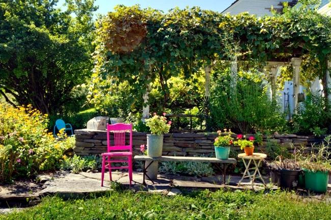 Garden Design Ideas – Put Strong Color Accents Interior Design