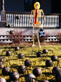 Halloween on the doorstep  spooky decoration ideas for ...