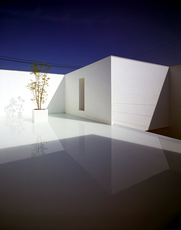 Minimalist House Design In White With Monolithic