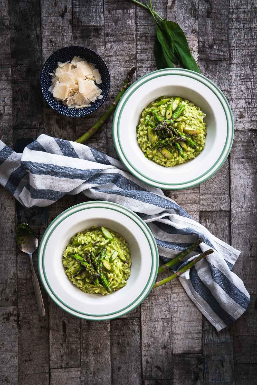 Grüner Spargel gegrillt gebraten Pfanne Bärlauch Risotto Foodblog Ofen offen Rezept